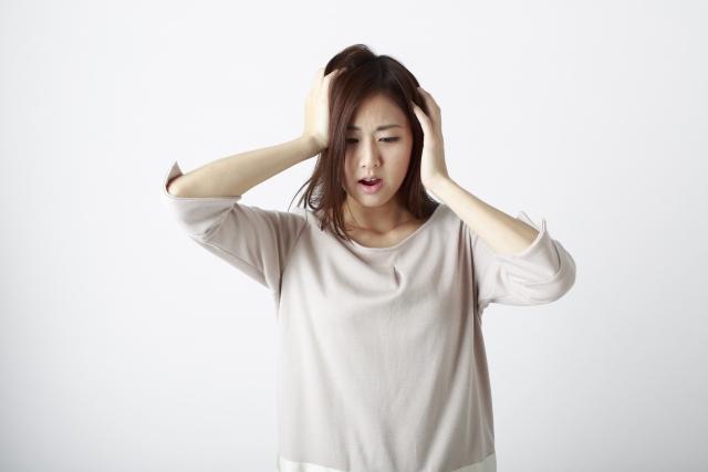 なぜ頭皮が脂臭いのか?臭う原因とは