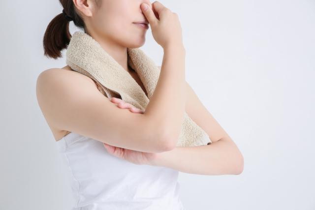 胸元が臭い原因③チチガ