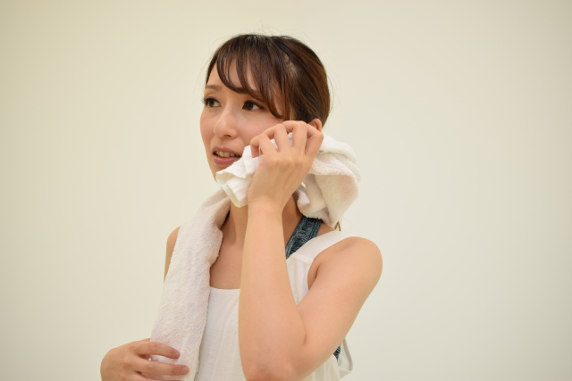 耳の裏が臭い原因①汗臭