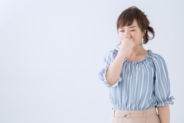 耳の裏が臭い原因とは?病気の可能性も…