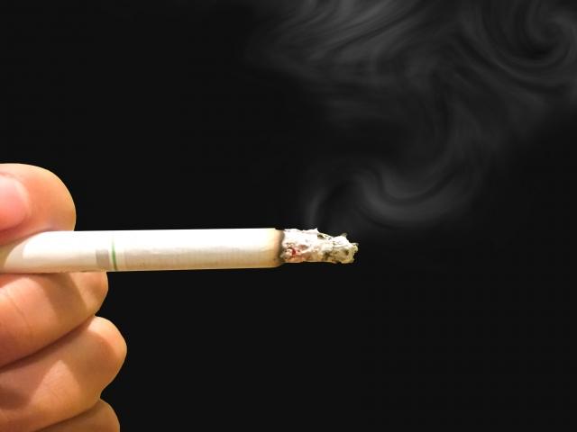 酸っぱい体臭の原因③喫煙