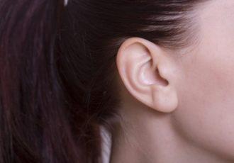 耳の裏が臭い原因とは?耳の裏の臭いを解消する方法