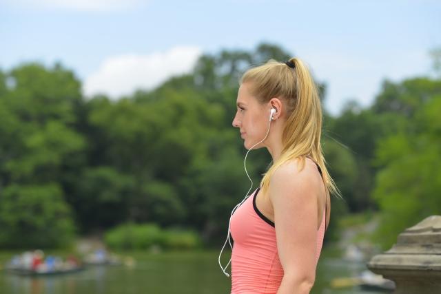 耳の臭いを予防する方法①イヤホンを長時間使用しない