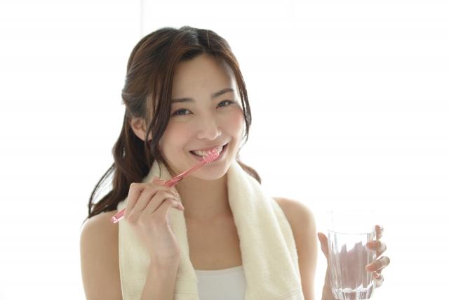 生臭い息の対策①正しい歯の磨き方